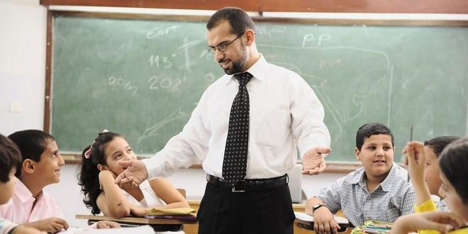 Ilustrasi guru sedang mengajar